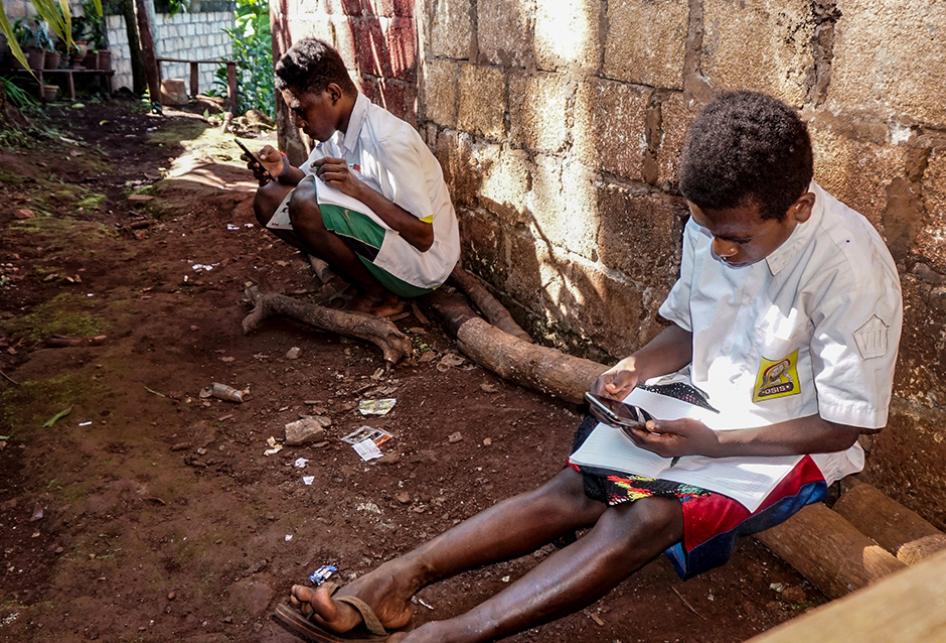 Potret Anak-anak Papua Saat Belajar secara Daring