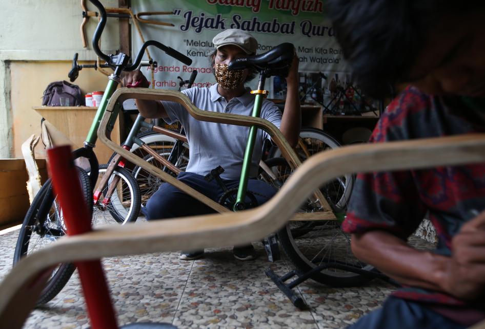 Pembuatan Sepeda Kayu