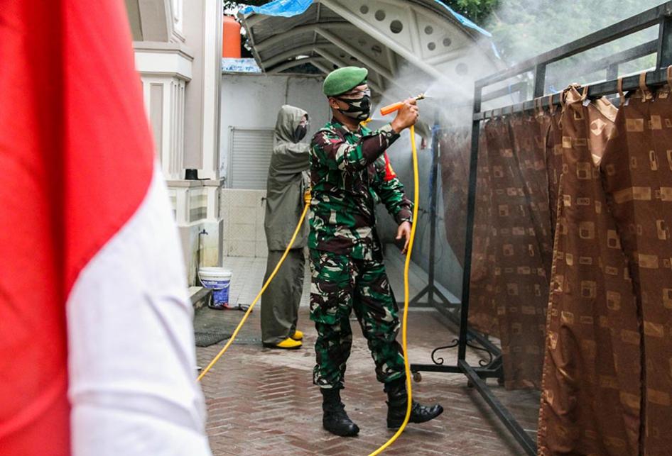SINERGI TNI DAN POLRI PERANGI COVID-19