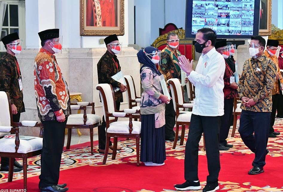 Jokowi Bagikan 584.407 Sertifkat Tanah di 26 Provinsi