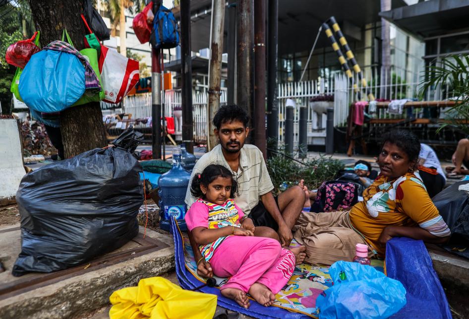 Imigran Pencari Suaka di Depan Kantor UNHCR
