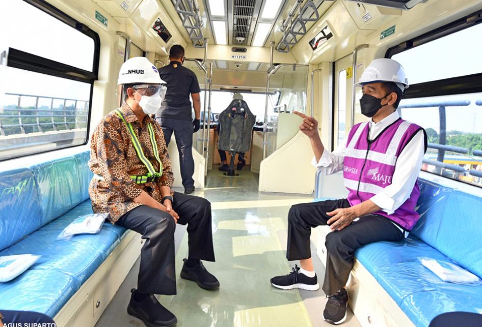Jokowi Tinjau Progres Pembangunan Stasiun LRT TMII