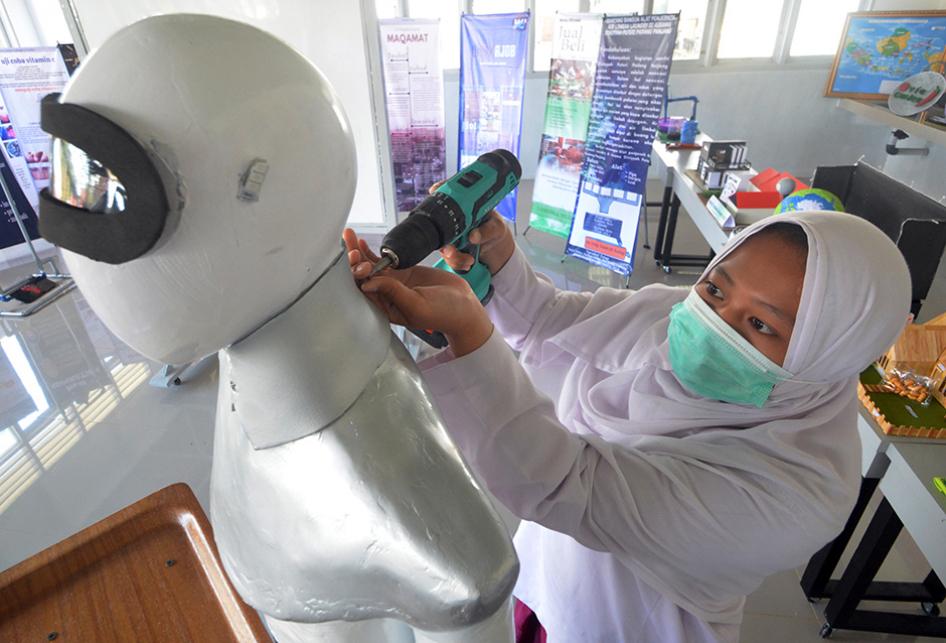ROBOT SABAI DAN MIDUN DARI DINIYYAH PUTRI