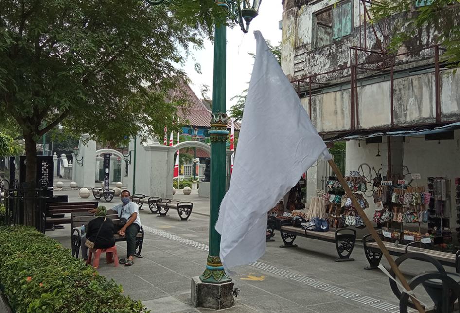 Menyerah Dihantam Pandemi, Pedagang Malioboro Pasang Bendera Put