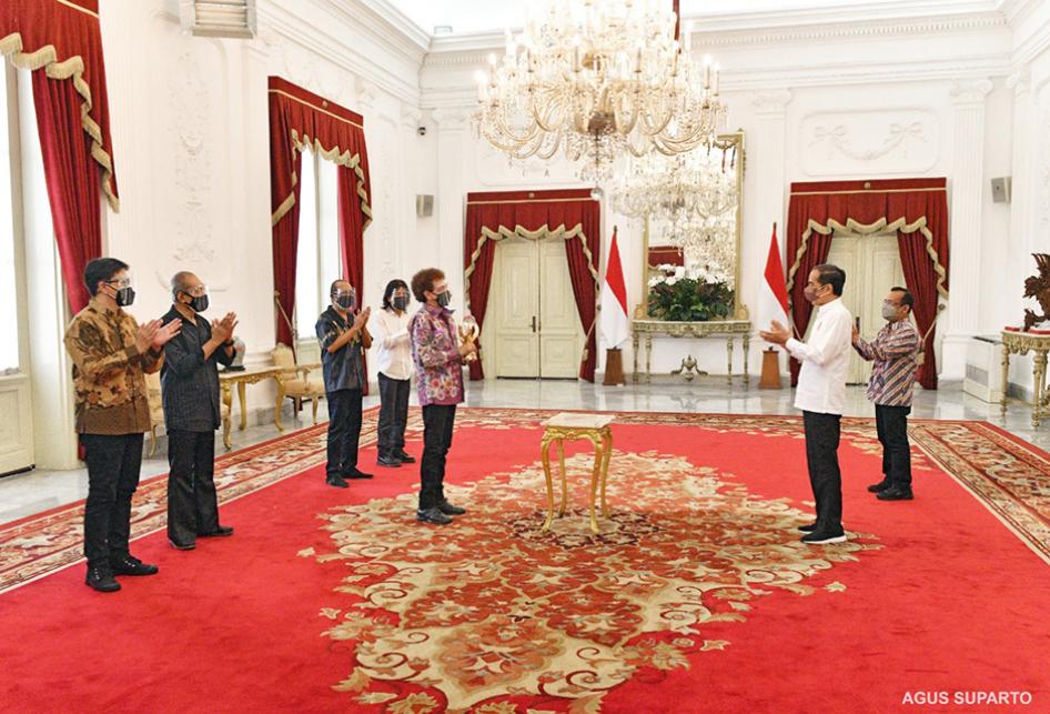 Presiden Jokowi Beri Penghargaan Khusus ke Godbless