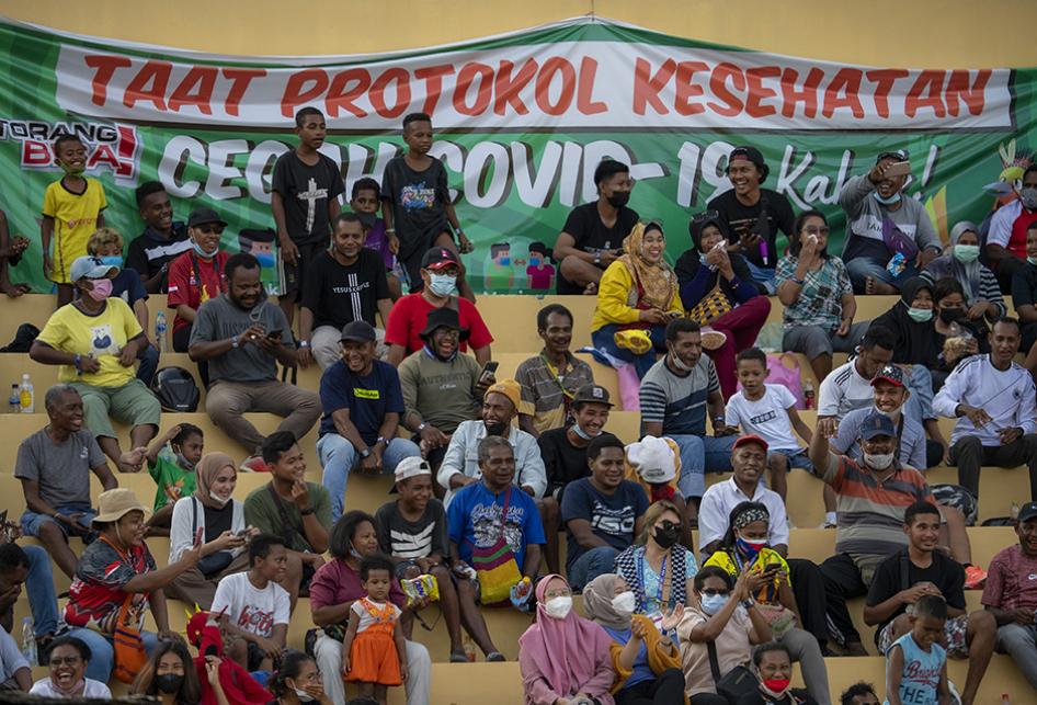 Antusiasme Warga Saksikan Laga Sepak Bola PON XX Papua