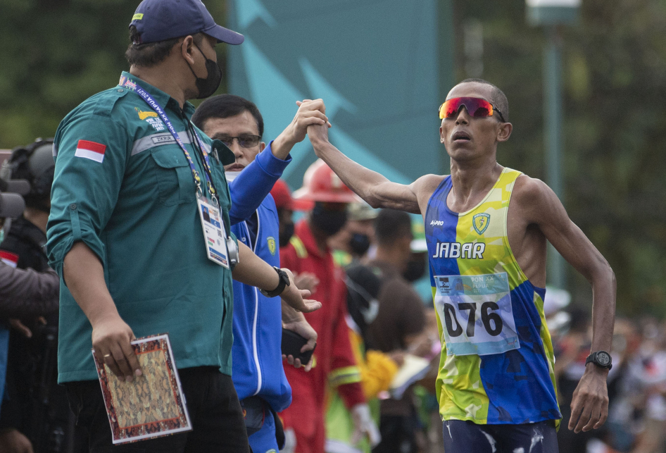 Agus Prayogo Raih Emas Lari Maraton PON XX Papua