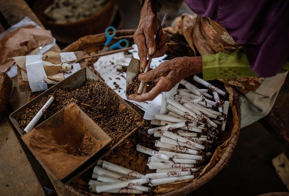 Pembuatan Rokok Klemban Menyan Sintren di Gombong Jawa Tengah