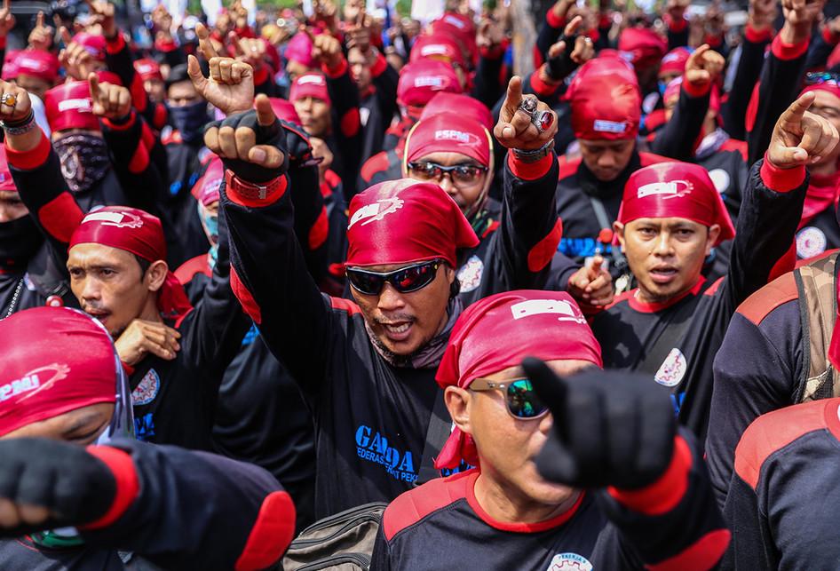 Demo Buruh di Balai Kota Jakarta Menolak UMP