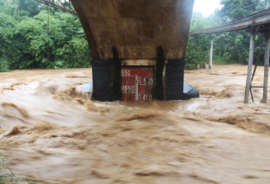 Aliran Sungai Ciliwung di Pos Pantau Depok