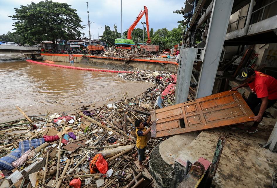 Pintu Air Manggarai Pasca Banjir Jakarta