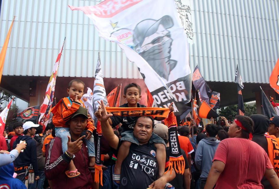 Jakmania Berpesta Atas Kemenangan Persija Jakarta