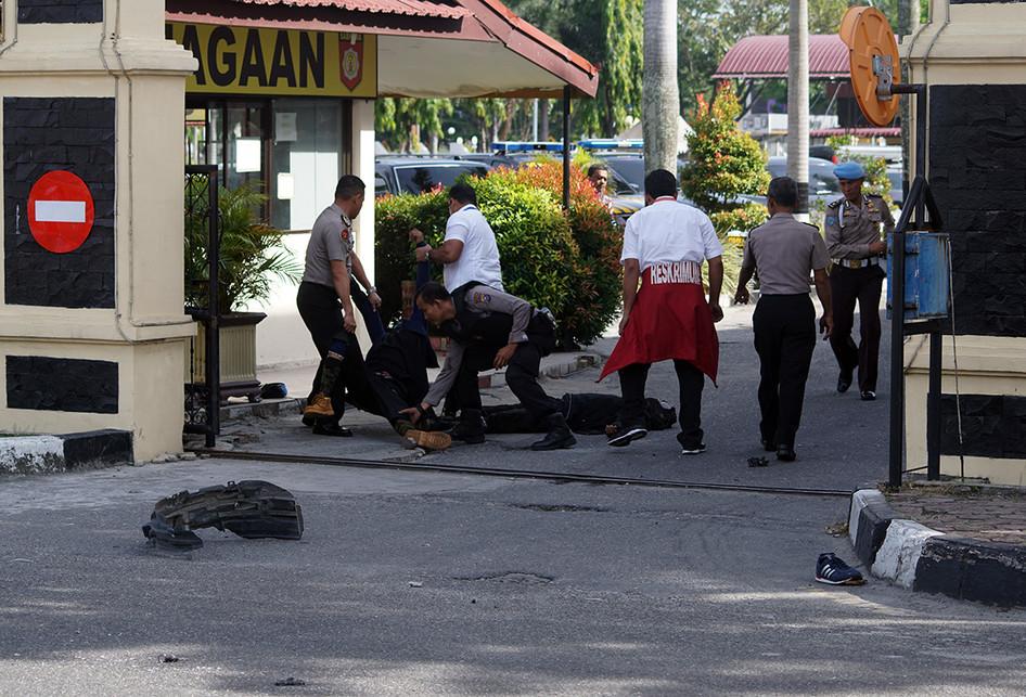Penyerangan di Polda Riau