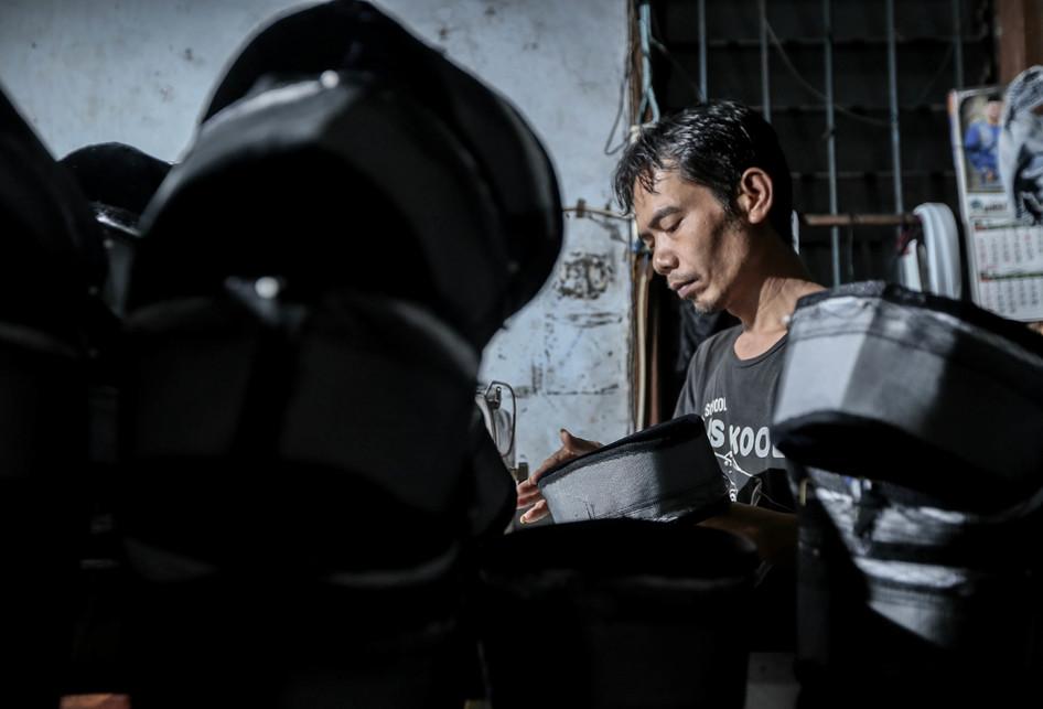 Pengrajin Kopiah di Pasar Kemis Tangerang