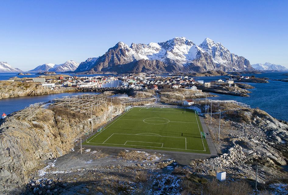 Unik dan Indah, Lapangan Sepak Bola di Berbagai Penjuru Dunia