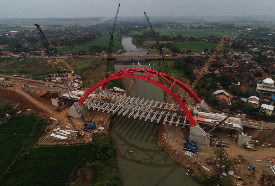 Konstruksi Jembatan Kalikuto di ruas tol fungsional Batang-Semar