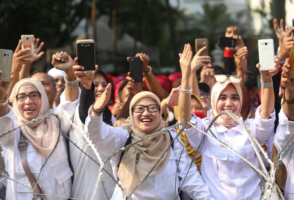 Relawan Capres dan Cawapres Prabowo dan Sandiaga Uno di KPU