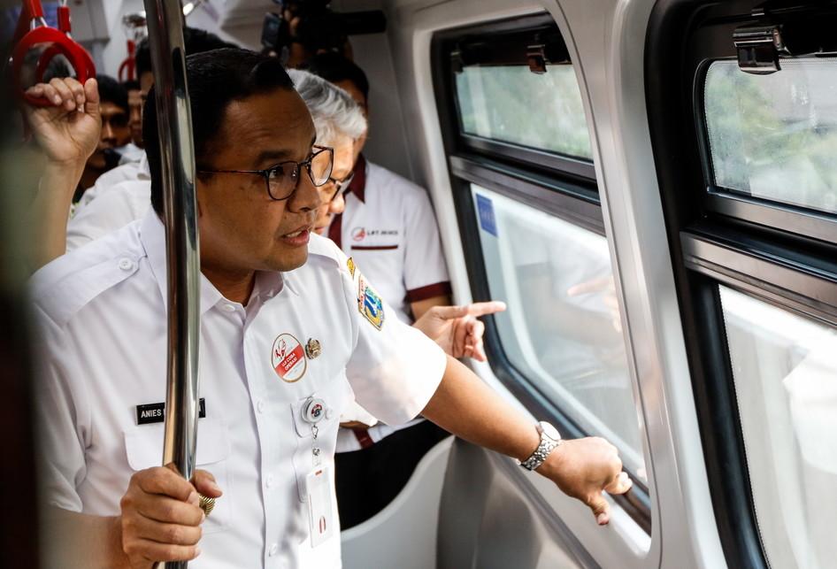 Anies Tinjau LRT Jakarta