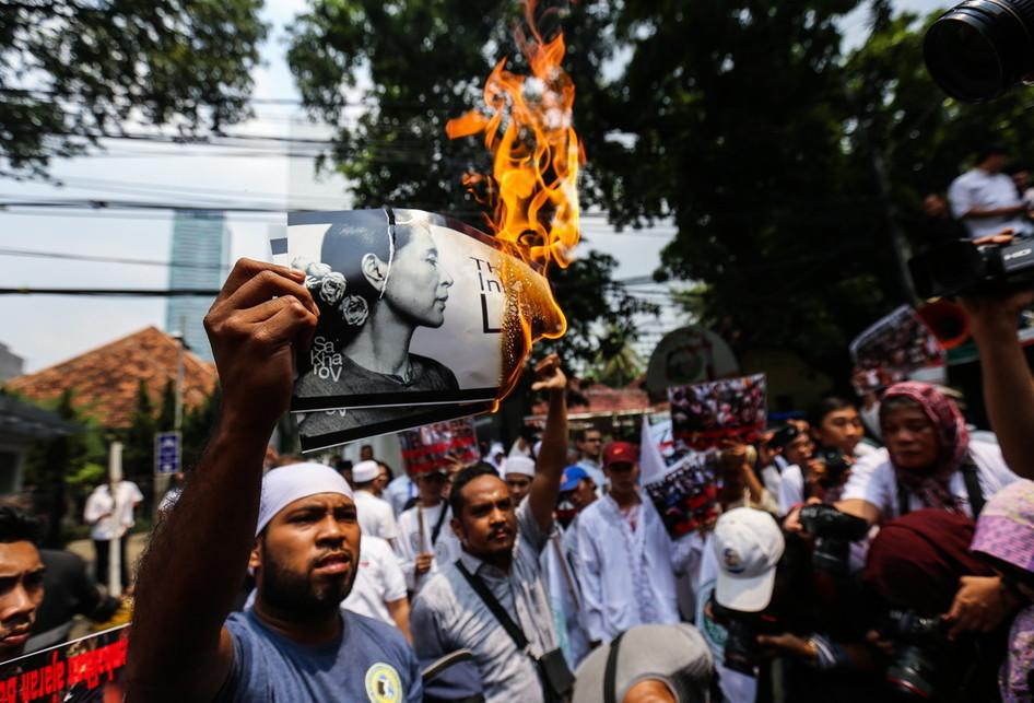 Aksi Demo Tolak Kekerasan Umat Muslim di Rohingya Myanmar