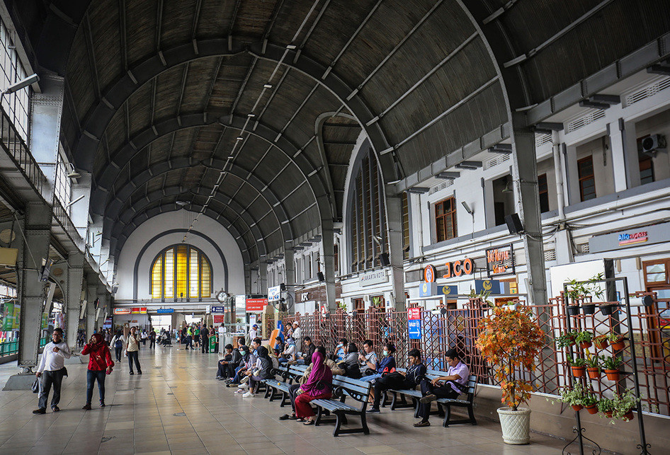 Stasiun Jakarta Kota Kereta Rel Listrik