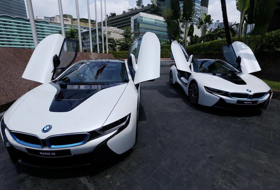 Serah Terima Mobil BMW I8
