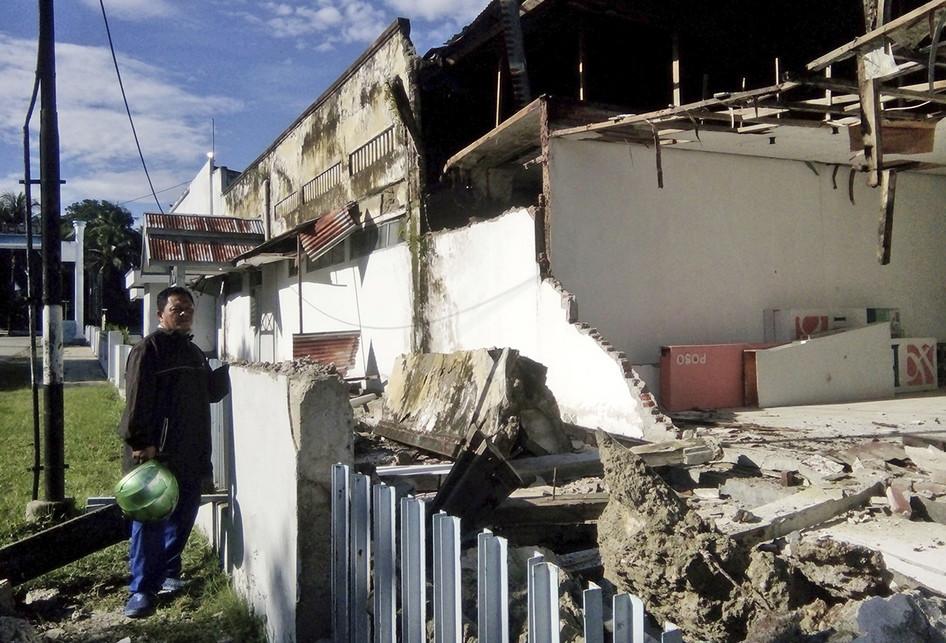 CORRECTION Indonesia Earthquake