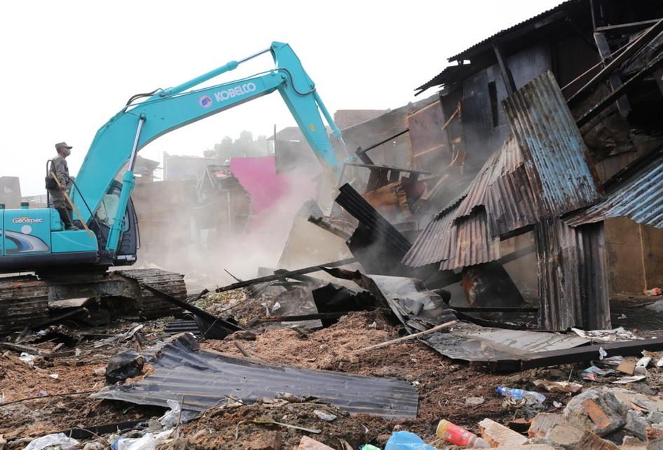 Pembongkaran Bangunan di Bukit Duri Proyek Normalisasi Ciliwung
