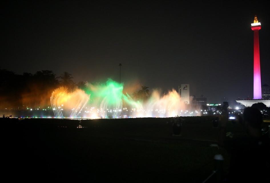 Air mancur menari atau Jakarta Monas Fountain di Monas